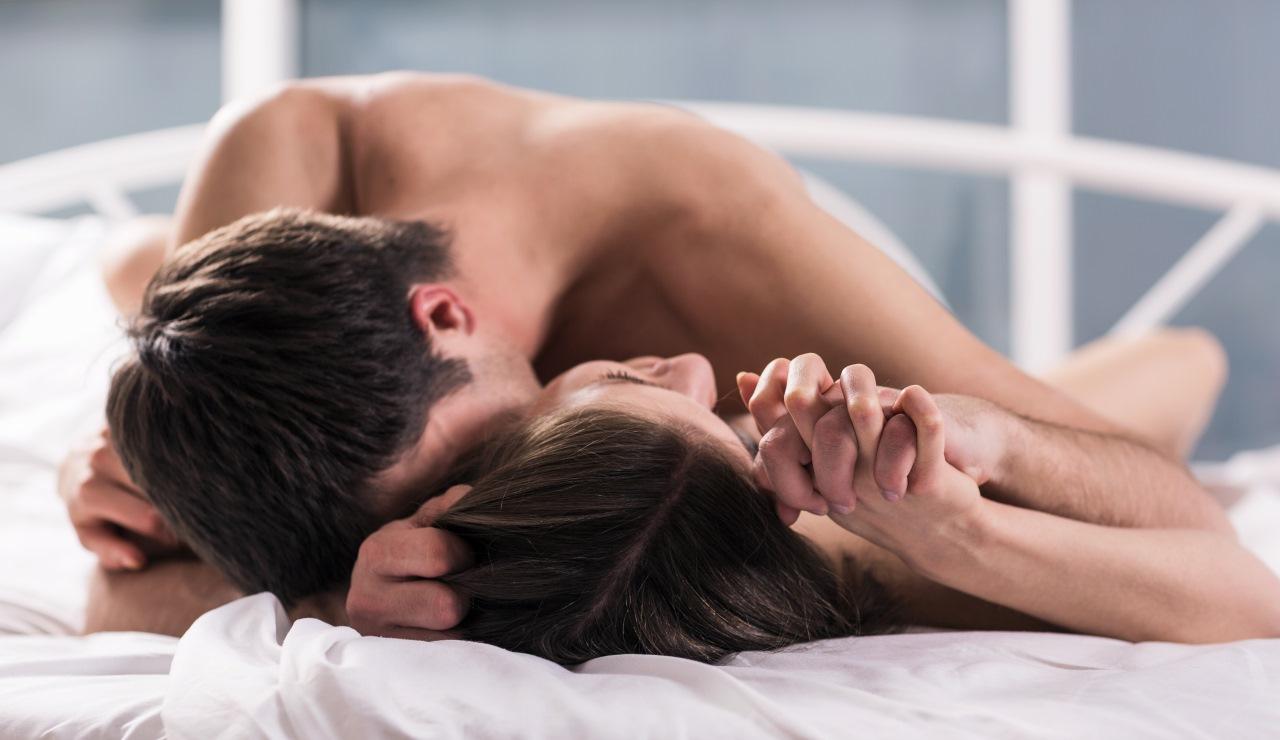 Поцелуй в постеле секс
