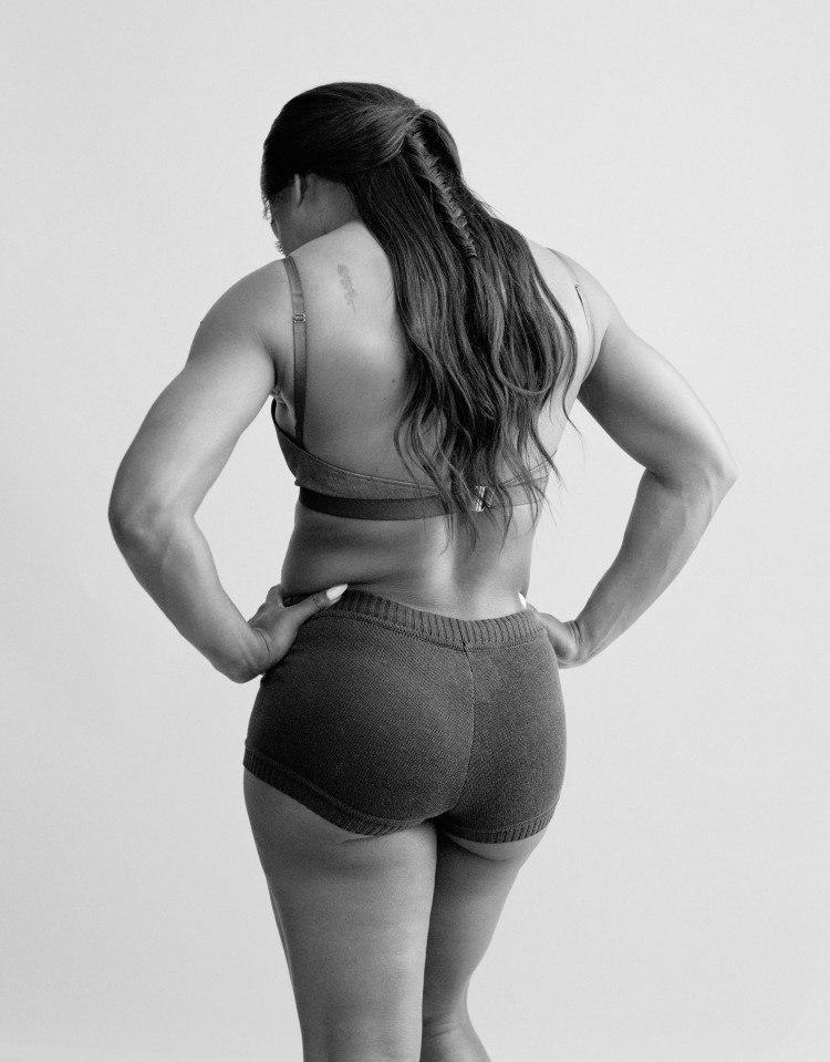 Беременная Серена Уильямс снялась для обложки журнала фактически обнаженной
