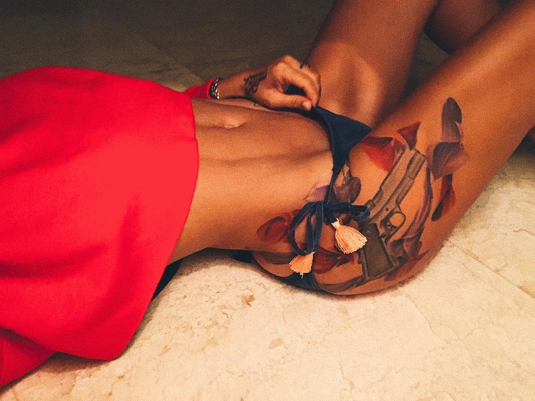 Айза долматова фото татуировок