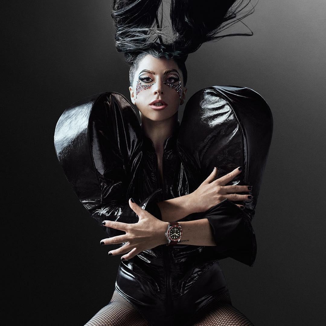 Леди Гага была срочно доставлена вбольницу вБразилии