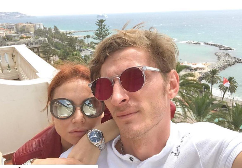 «Насекс времени нет»: Павел Воля раскрыл детали интимной жизни сУтяшевой