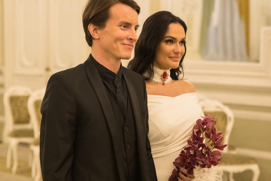 Картинки по запросу Алена Водонаева вышла замуж за Алексея Косинуса