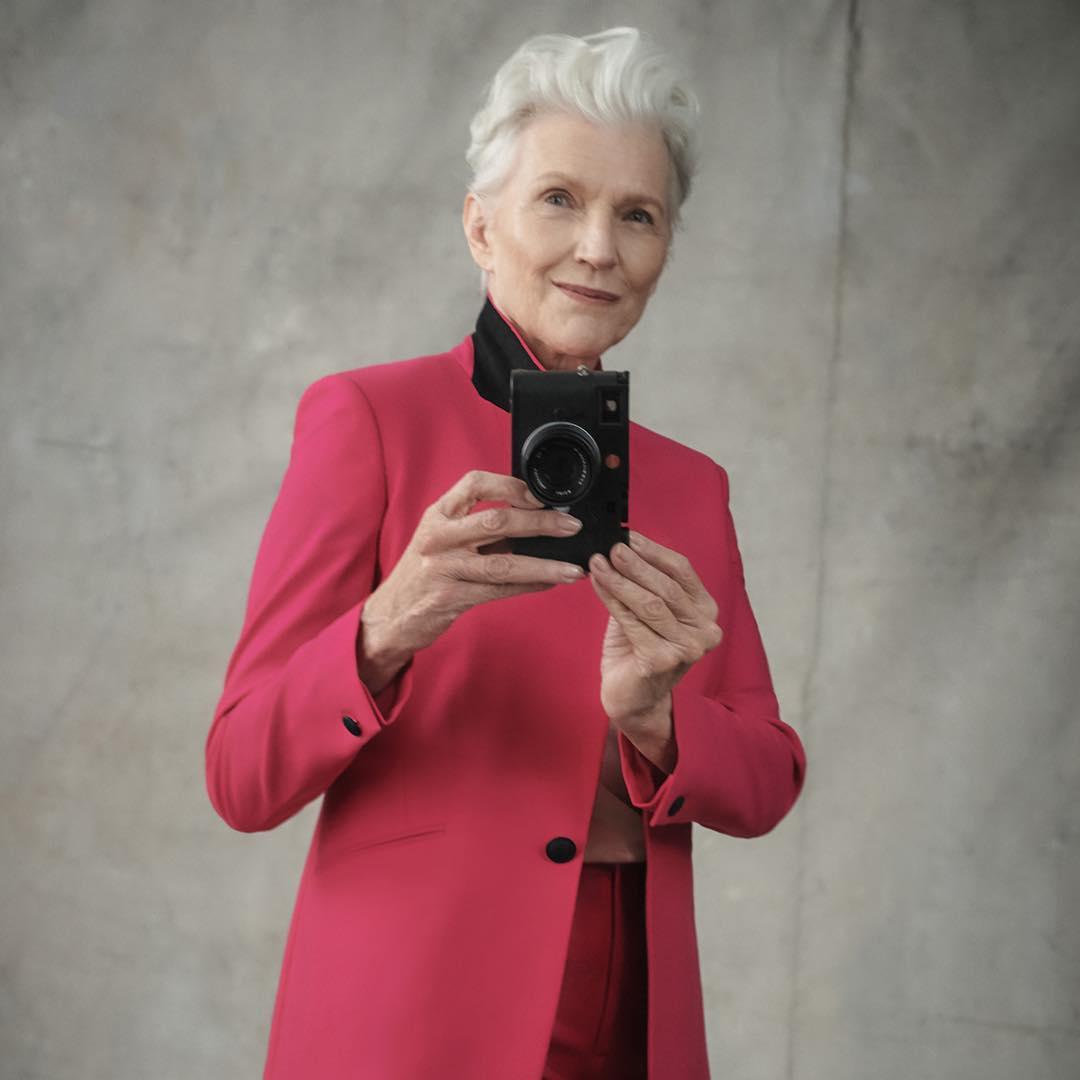 69-летняя мать Илона Маска стала лицом бренда косметики— Космическая женщина