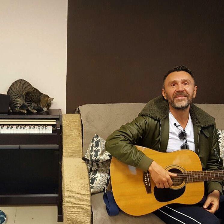 Шнуров сказал причину многократной смены вокалисток вгруппе «Ленинград»