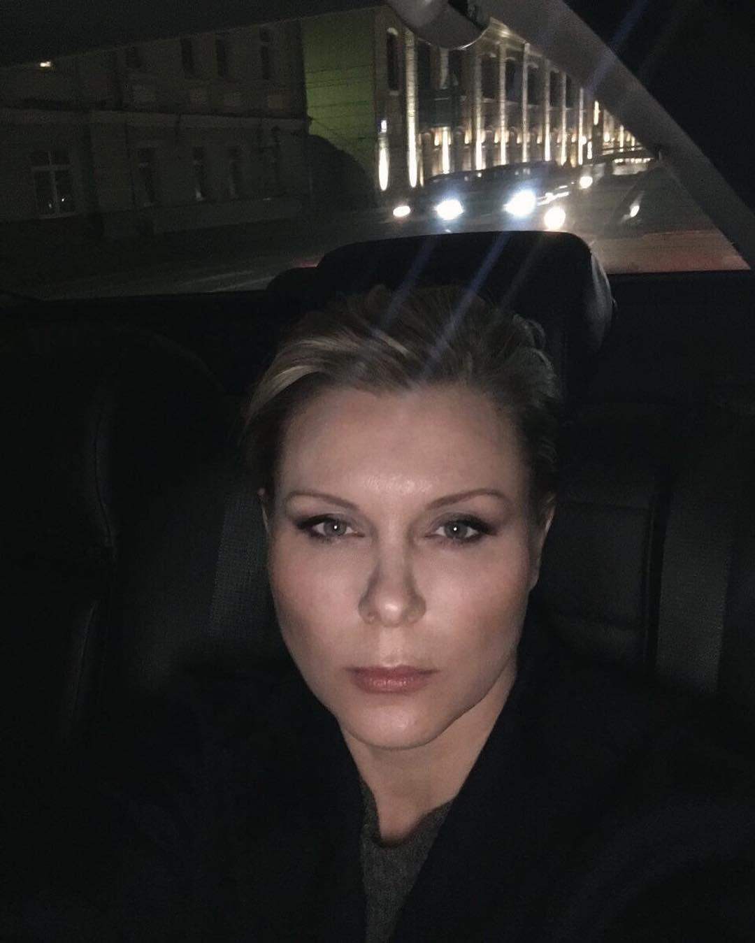 Потерявшая сына актриса Яна Троянова планирует усыновить ребенка