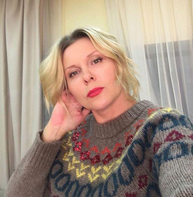 Артистка  Яна Троянова потеряла сына и желает  усыновить ребенка