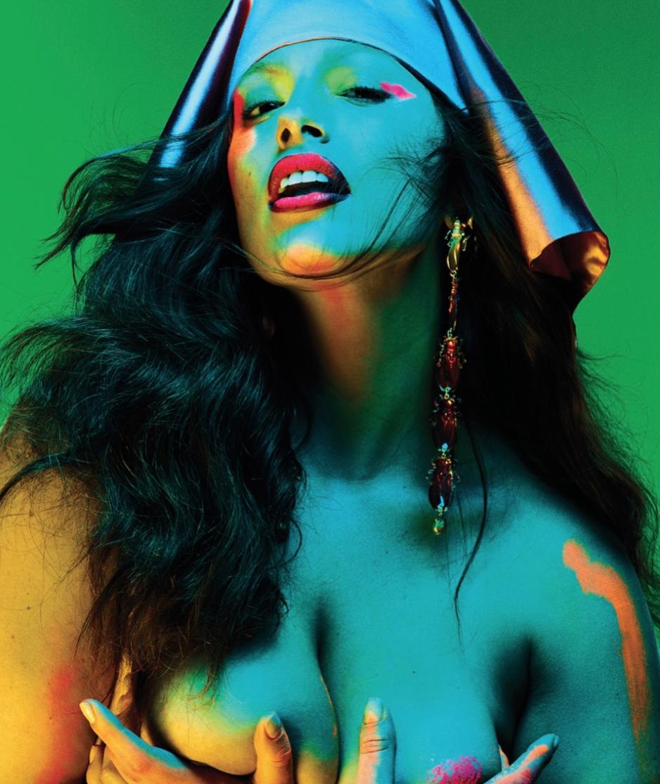 Эшли Грэм снялась топлесс для VMagazine