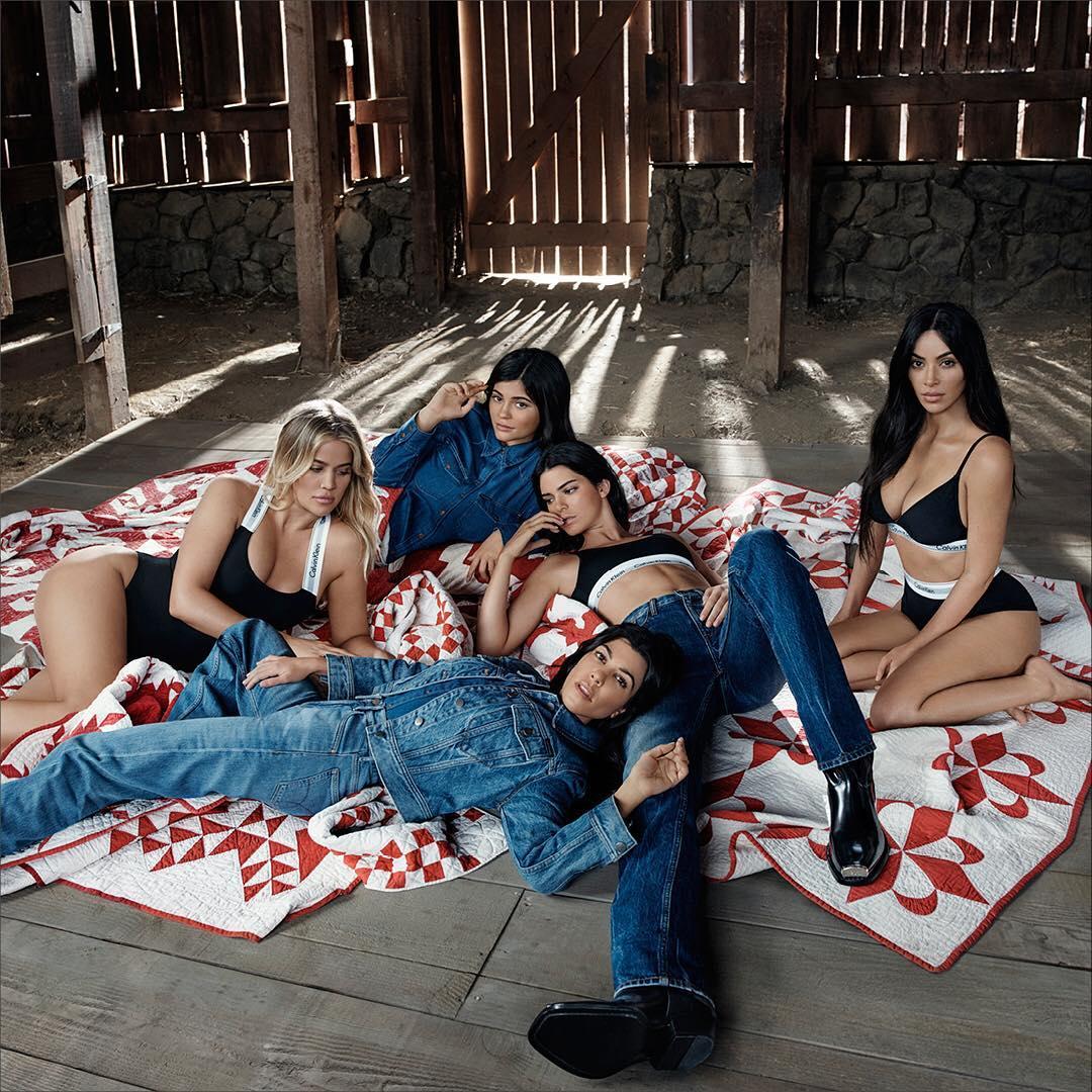 Сестры Кардашьян снимались в половой рекламе белья Calvin Klein
