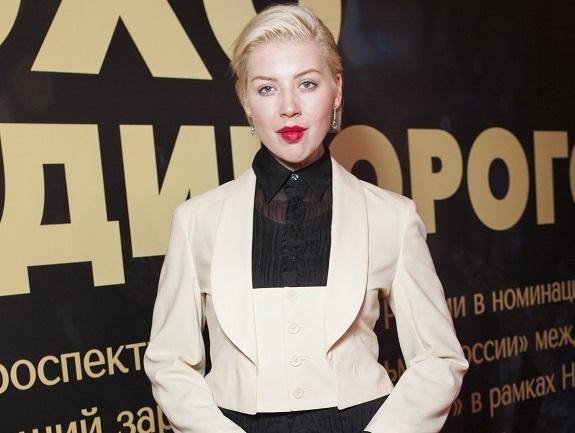 POLINA пришла на ретроспективу «Эхо Единорогов» в дерзком мини-сюртуке, а Марьяна Спивак — с огромным беременным животом