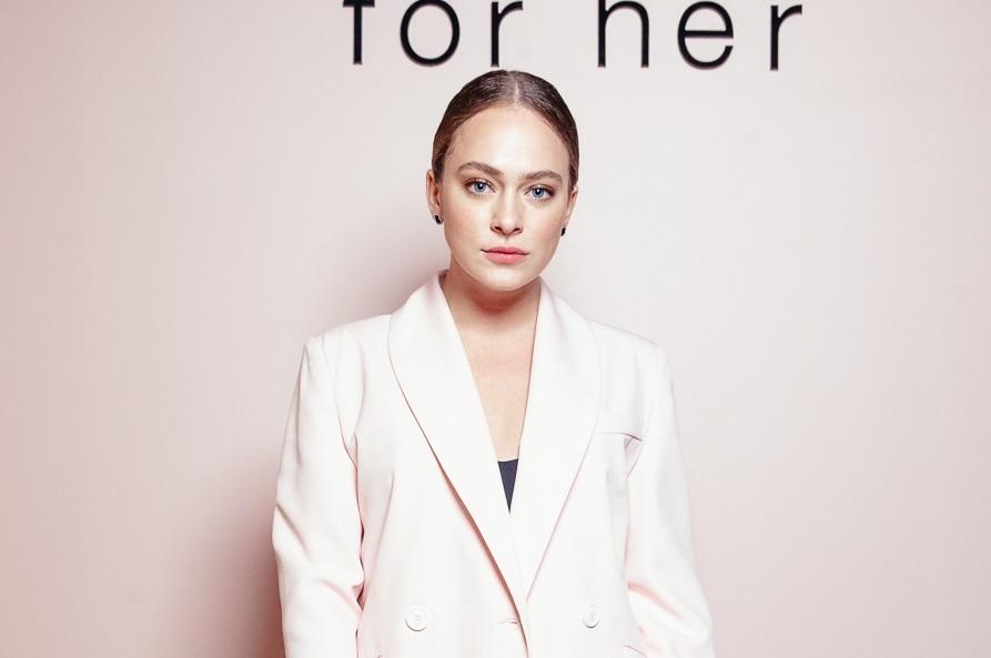 Аглая Тарасова пришла на прием Narciso Rodriguez в «мужском» розовом костюме, а Дарья Клюкина — в прозрачном платье