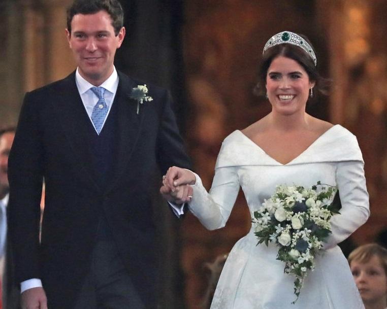 Непослушное кольцо, проблема с туфлями и удивленная дочка Робби Уильямса: все казусы и милые моменты со свадьбы принцессы Евгении