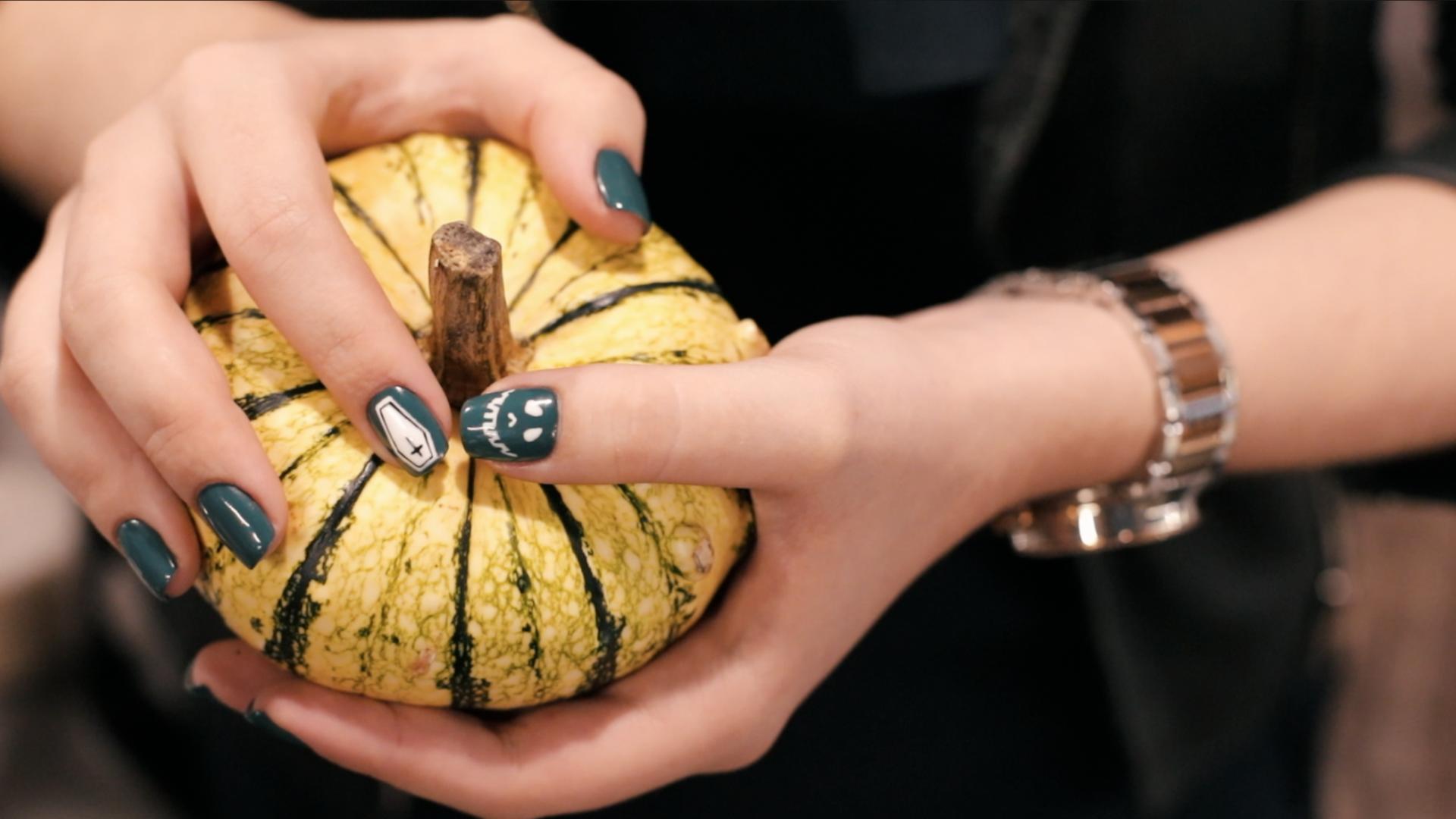 Жутко модно: 3 невероятных дизайна маникюра на Хеллоуин