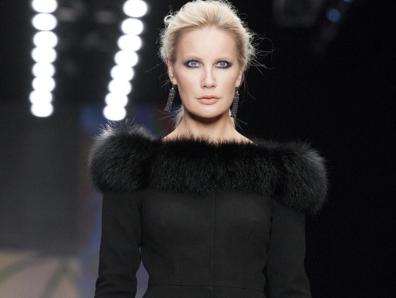 Показ YAKUBoWITCH: Елена Летучая в образе готической невесты впервые вышла на подиум и стала звездой модного шоу