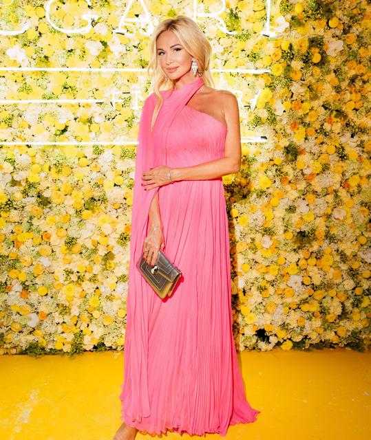 Виктория Лопырева пришла на презентацию новой коллекции Bvlgari в ярко-розовом платье-сари, а леди Китти Спенсер – в соблазнительном сверкающем наряде