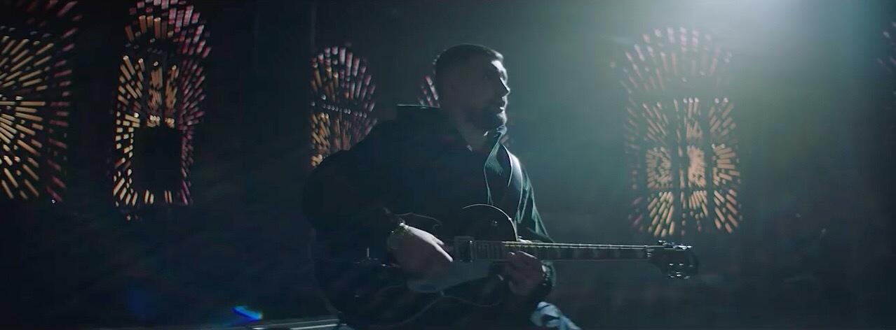 Самые нашумевшие клипы недели: Баста показал историю любви Стычкина и Чаруши, а Скриптонит зачитал рэп про бренды