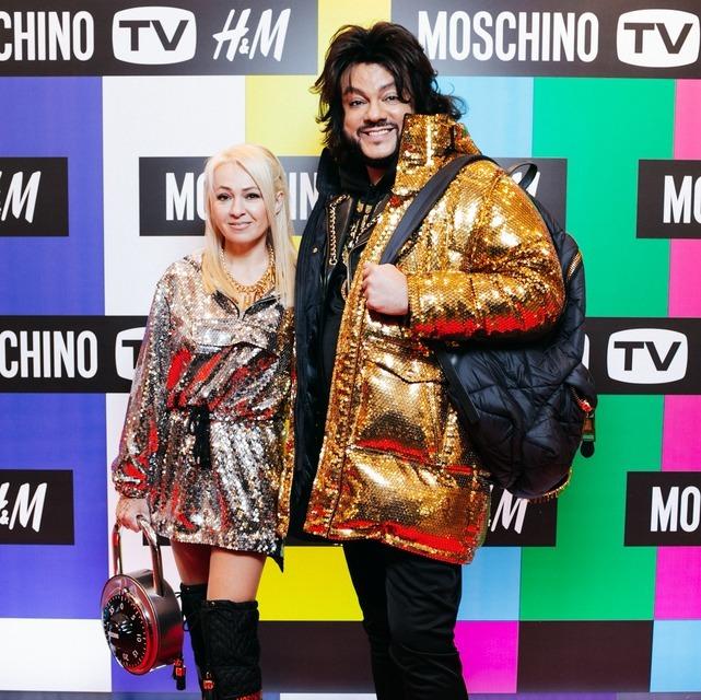 Бузова в кожаном total look, Тодоренко в пестрой куртке и не только: кто из звезд круче выглядит в вещах Moschino[tv]H&M;