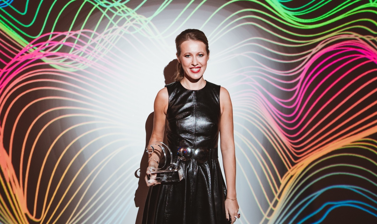 Собчак пришла на премию «Сделано в России — 2018» в кожаном платье с перьями, а Апексимова — с эффектным декольте