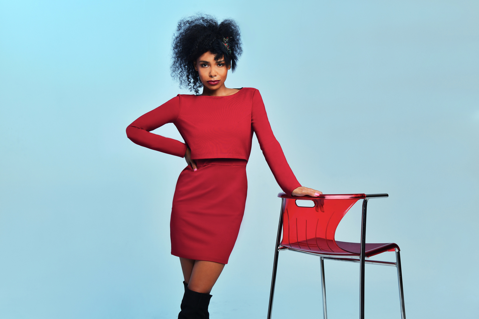 Платья-бомберы, брюки-бананы и пальто из экомеха: певица Нюша выпустила коллекцию Colors of New Autumn