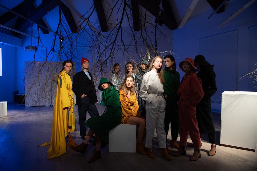 Сказочный норвежский лес, костюмы рыбаков и звездные гости: как прошла презентация коллекции Daniil Antsiferov