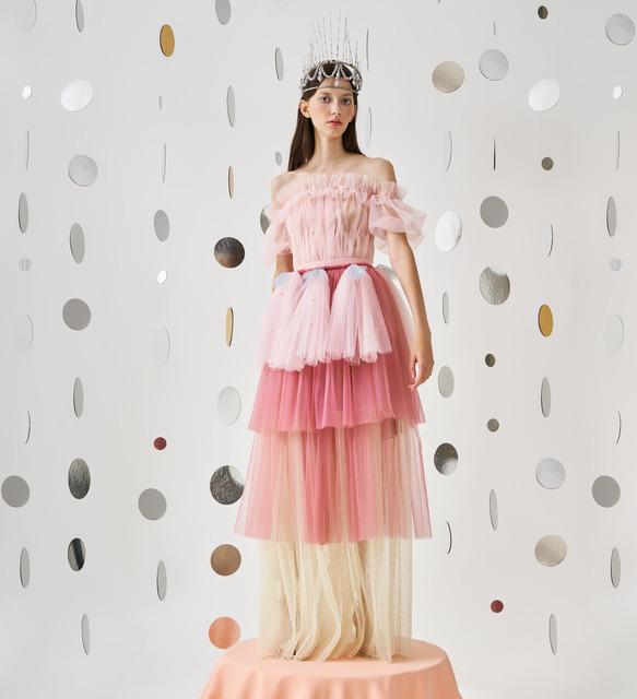 Образы для королевских приемов, платья из сладкой ваты и волшебный мир Щелкунчика: смотрим лукбук Alena Akhmadullina x Disney