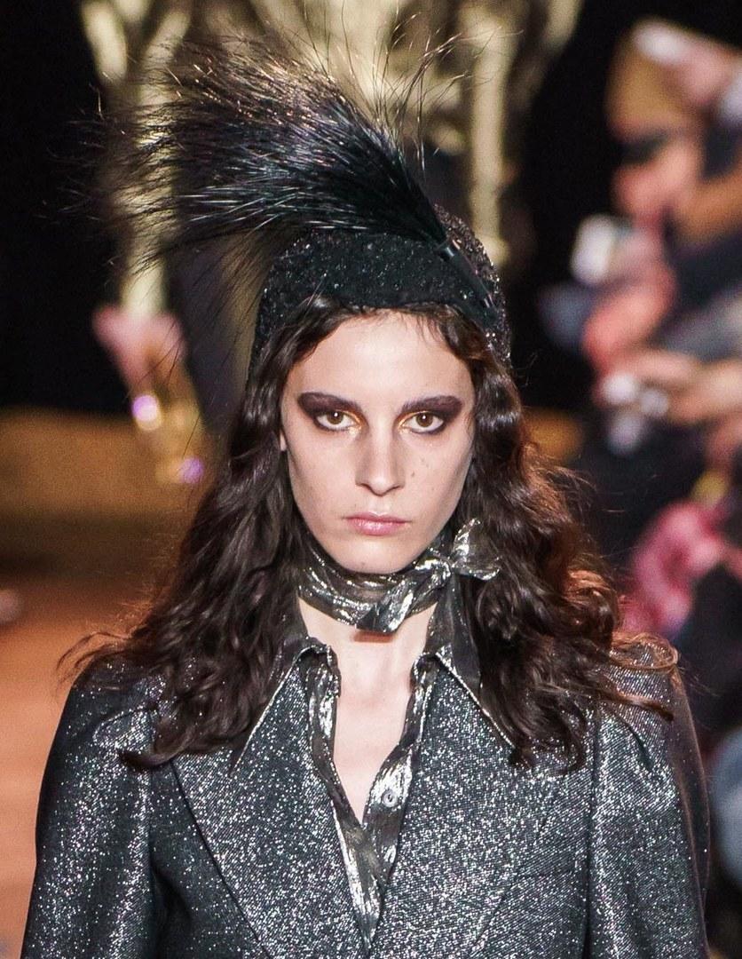 Нью-йоркская неделя моды: новый smokey-eyes и прически в стиле принцессы Леи изоражения