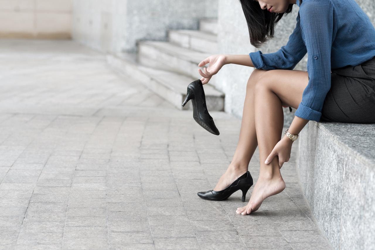 Девочка сняла обувь бляди в Тюмени ул Розы Трениной