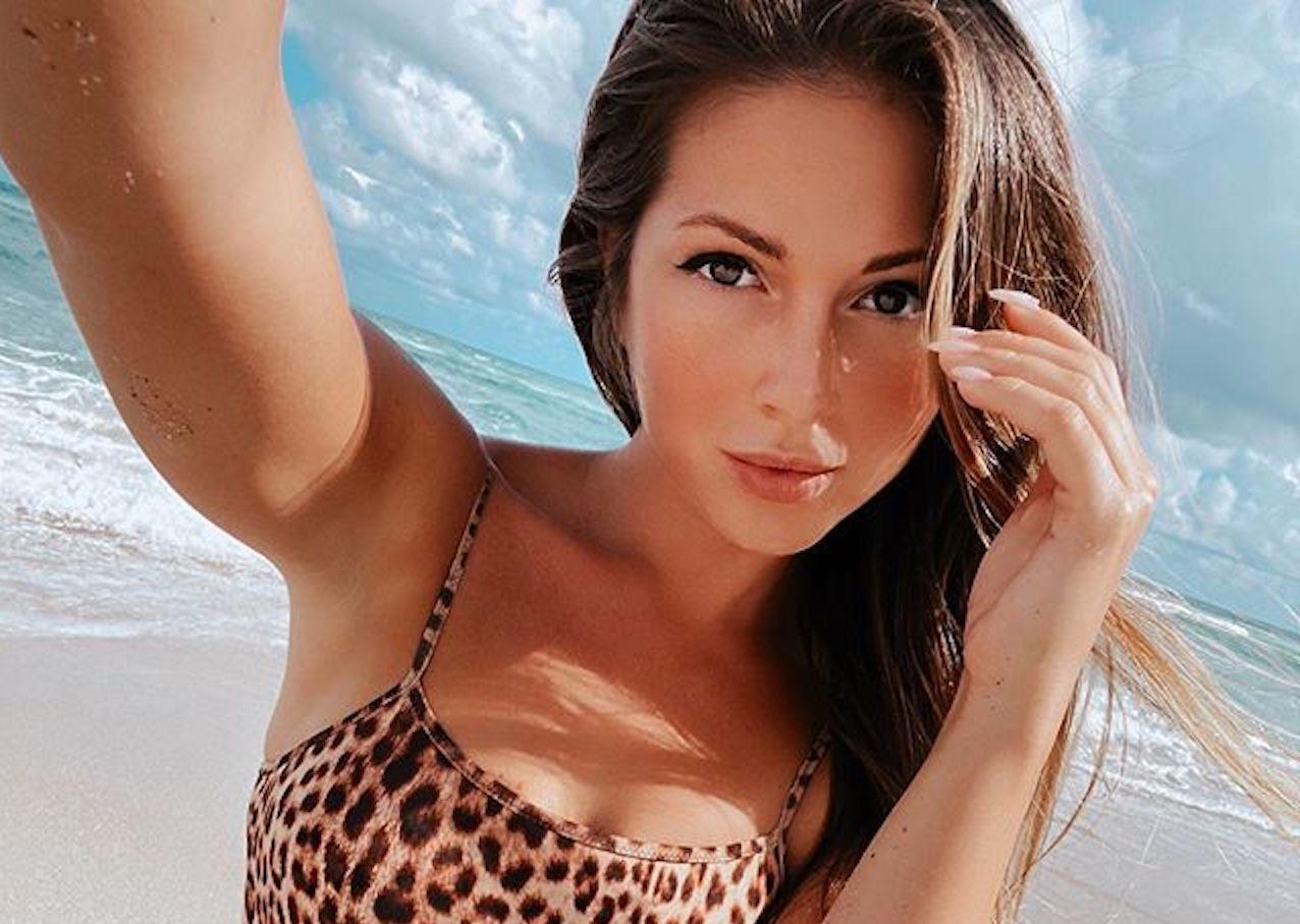 Нюша поделилась пляжным фото