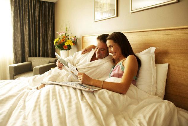 Жену у двох в постель