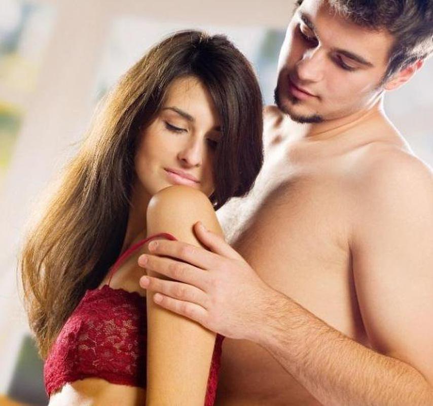 Мужчина говорит о сексуальных фантазиях и стесняется