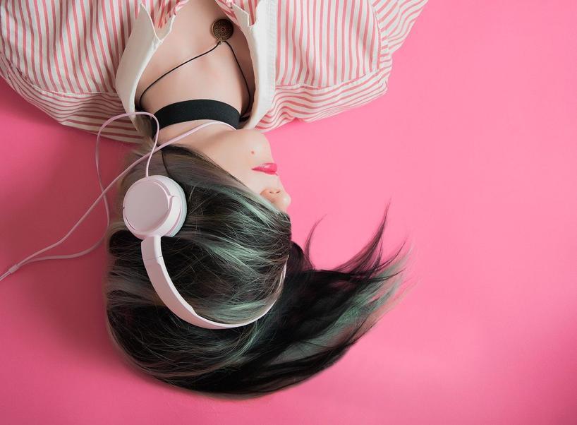 Как мозг мучает человека песнями